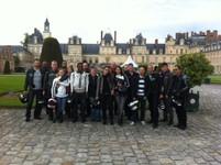 Photo de l'ensemble des motards devant le chateau
