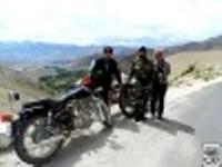 Balade moto en Himalaya.