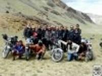 Groupe motards en Himalaya.