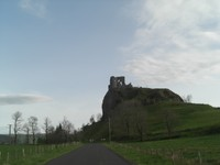 Vestige d'un château au-dessus de Riom-és-Montagne