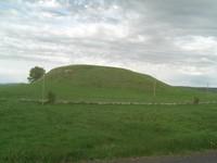 Butte de terre qui a du avoir son utilité à une période de l'Histoire