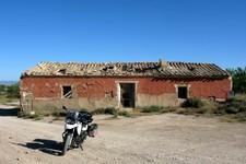 Maison abandonnée au dessus de la ville de Gorafe, Andalousie