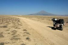 Piste roulant plein est vers le volcan Hasan, vers Taspinar (Turquie)