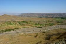 Fontière (fermée) turco-arménienne formée par ce canyon très sombre (Tuzluca ; Turquie)