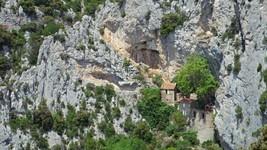 L'ermitage se St-Antoine de Galamus et son accés.