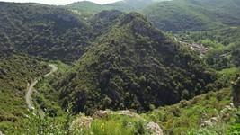 La D40 et le village de Termes depuis le château.