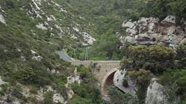 Pont sur la D123 enjambant le ruisseau du Cassié.