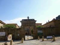 L'entrée de l'abbaye Sainte Marie de Lagrasse