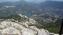 Vue vers Le Revest-les-Eaux depuis le mont Caume