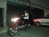 Ermin un employé de l'hôtel également motard était tout près à faire un tour.
