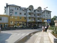 Hotel Behar à Gorazde, endroit exceptionnel et on y parle le Français et très bien, Cet Hotel à hébergé Brad Pitt et Angélina Jolie pendant le tournage du film Sarajévo.
