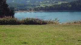 Le lac d'Issarlès depuis le col du Gage