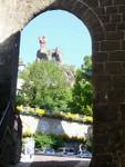 Notre Dame de France depuis les ruelles du Puy-en-Velay