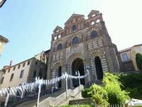 L'entrée de la cathédrale du Puy-en-Velay