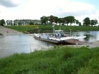 Traversée en barque à Berg aan de Maas
