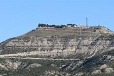 L'hôtel vu du bas de la colline