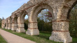 Aqueduc à Chaponost (source Wikipedia)
