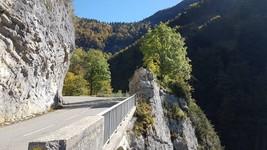 La route au dessus des Gorges du Flumen
