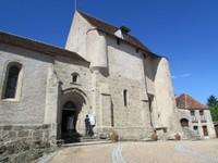 L'église de Glénic surplombant la rivière Creuse