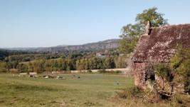 Vue sur la barre rocheuse de l'Orne à Clécy