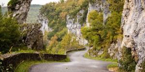 Route de la falaise entre Bouzies et Saint Cirq Lapopie