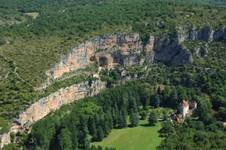 Falaise et château de Geniez à Sauliac sur Célé
