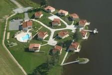 Gîtes Les Pouyades et plan d'eau Magnac Laval