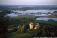 Château du Bouchet et l'étang de la mer rouge