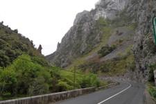 Vous prendrez votre pied dans les gorges des Picos de Europa sur des routes viroleuses à souhait avec un bitume parfait