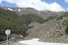 La A-4130 est assez viroleuse à flanc des montagne de la Sierra Nevada