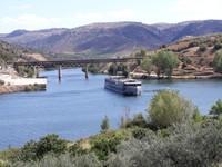 bateau de croisiere sur le fleuve