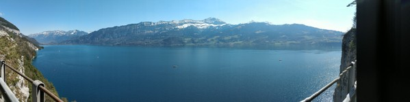le long du lac d'Interlaken